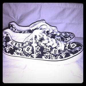 *Disney   Mickey Mouse Tennis Shoes